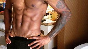 Usher zeigt seinen Körper