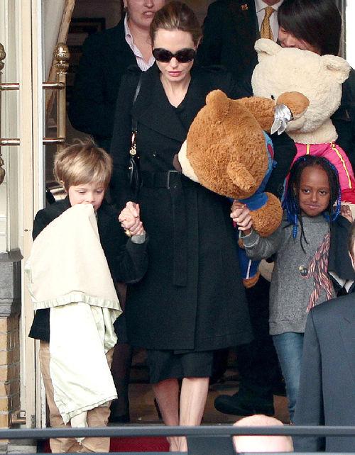Angelina Jolie verbietet ihren Kindern Musik von Rihanna zu hören