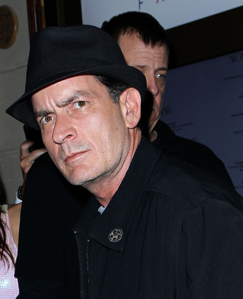 Charlie Sheen hat in dieser Woche einiges zu verkraften