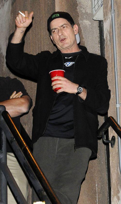 Charlie Sheen trinkt und raucht gerne - und hält damit auch nicht hinter dem Berg