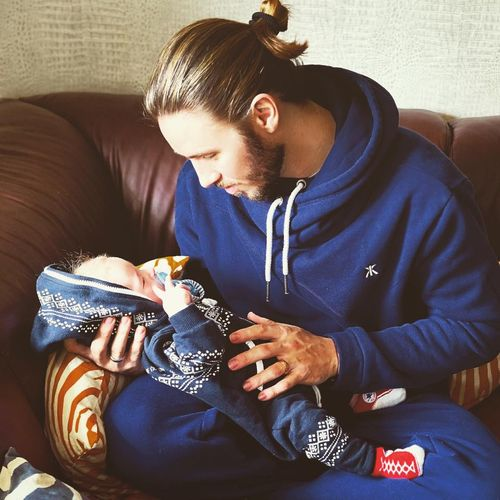 Gil Ofarim genießt die Zeit mit seinem Sohn