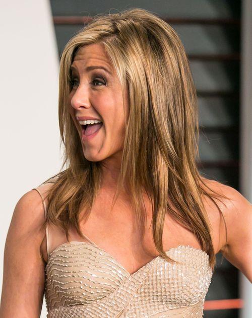 Jennifer Aniston testet ihre Haarprodukte an Freunden