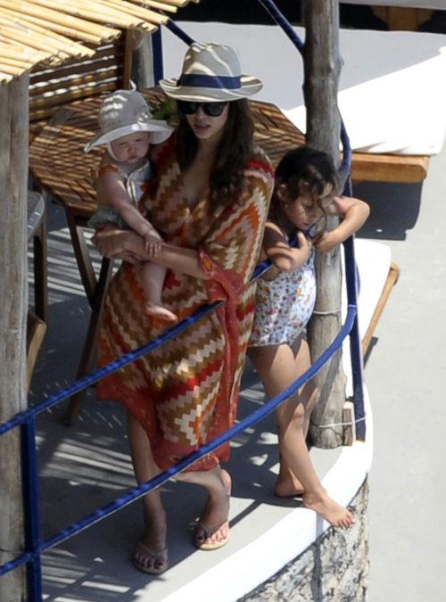 Jessica Alba ist mit ihrer Familie im Urlaub