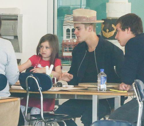 Justin Bieber und seine Schwester Jazmyn essen zusammen Pfankuchen