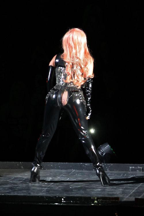 Lady GaGa passierte beim Konzert ein Missgeschick