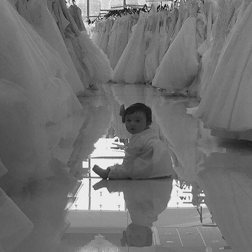 Meilani Alexandra Mathews hilft ihrer Mama JWoww gerade bei der Auswahl ihres Brautkleides