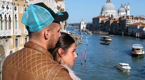 Sarah & Pietro holten sich in Venedig Inspiration für einen Babynamen