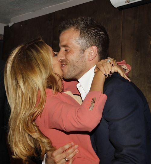 Sylvie van der Vaart kuschelt mit ihrem Rafael