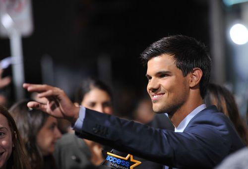 Taylor Lautner - Taylor Lautner lockte 800 Fans zu seinen Dreharbeiten