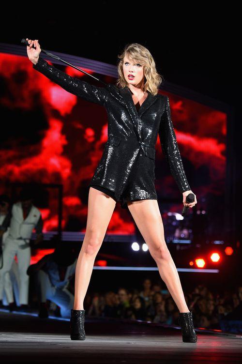 Auf einem Konzert stürmte ein Fan von Taylor die Bühne