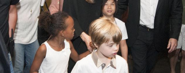 Angelina Jolie mit Kindern unterwegs