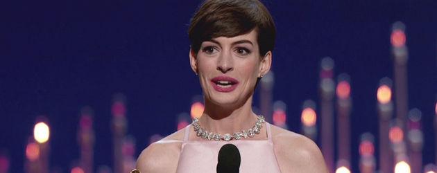 Anne Hathaway mit ihrem Oscar
