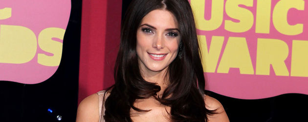 Ashley Greene im Federkleid
