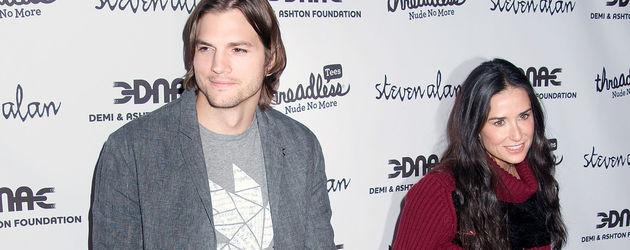 Ashton Kuchter und Demi Moore halten Händchen