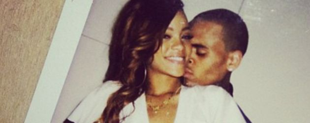 Chris umarmt Rihanna