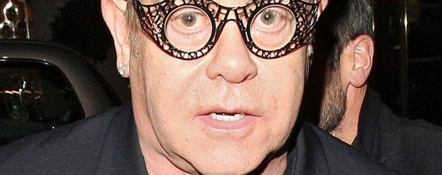 Elton John mit außergewöhnlicher Brille