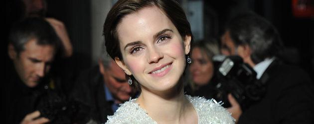 Emma Watson mit Leoparden-Clutch