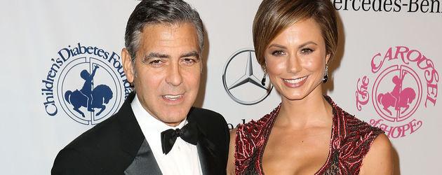 George Clooney und Stacy Keibler nah aneinander