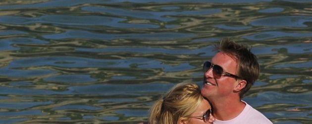 Geri Halliwell mit ihrem Freund auf dem Boot