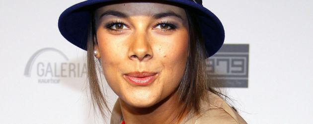 Janina Uhse mit Hut