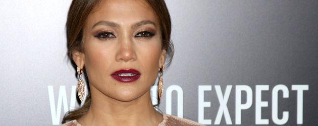 Jennifer Lopez mit Brombeer-Lippenstift