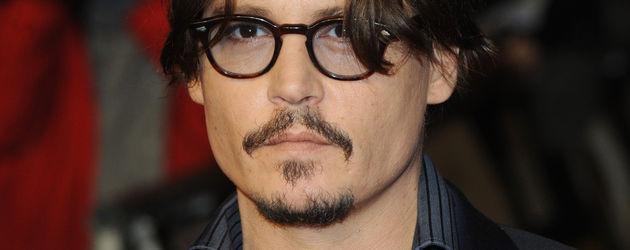 Johnny Depp guckt ernst