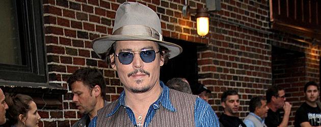 Johnny Depp mit Hut Ganzkörperbild