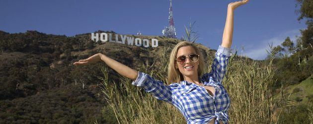 Jordan Carver vor dem Hollywood-Zeichen