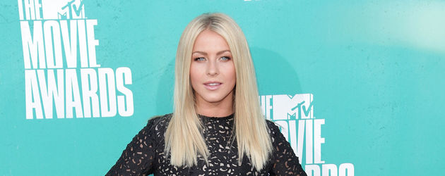 Julianne Hough im Cut Out Kleid