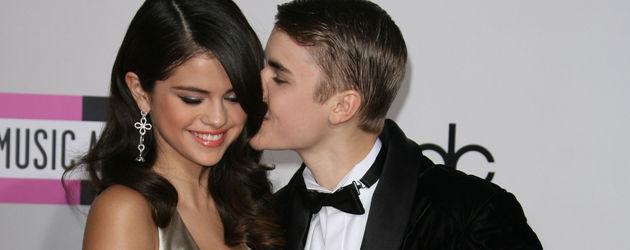 Justin Bieber küsst Selena Gomez