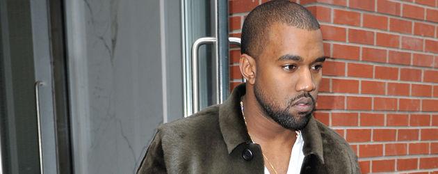 Kanye West verlässt Hotel mit Handtasche