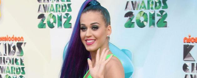 Katy Perry posiert im neongrünen Look