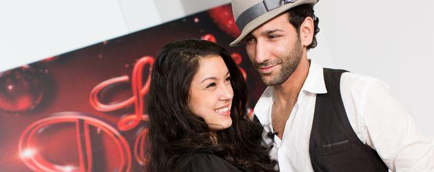Massimo Sinato mit Hut und Rebecca