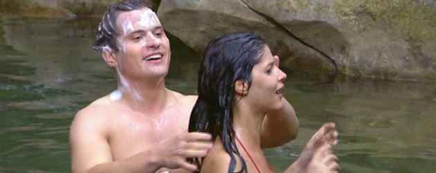 Micaela Schäfer und Rocco Stark waschen sich