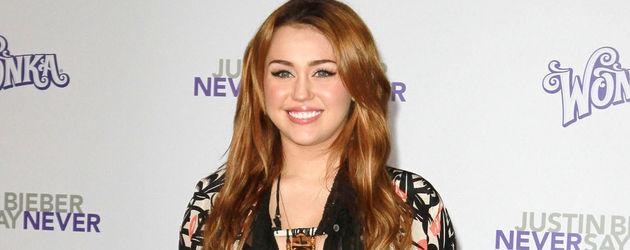 Miley Cyrus im Kimono-Jäckchen