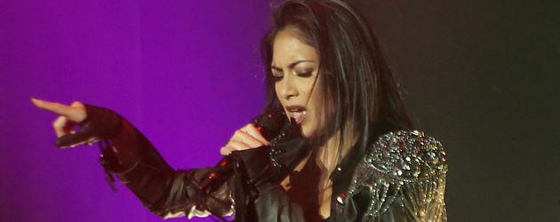 Nicole Scherzinger singt sexy auf der Bühne