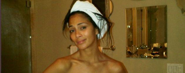 Nicole Scherzinger trägt nur ein Handtuch