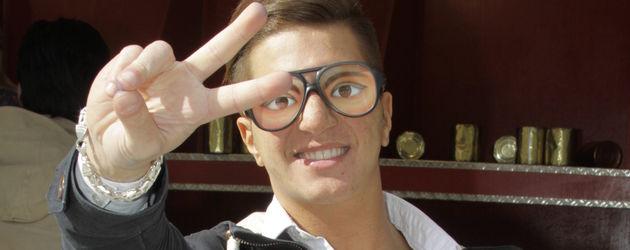Party Bruder: Nayef mit Brille