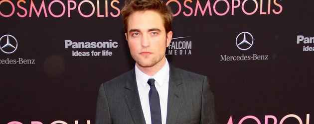 Robert Pattinson im Anzug bei der Cosmopolis Premiere