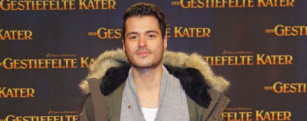 Sebastian König in Jeans und grauem Pulli