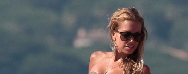 Sylvie trägt einen Bikini