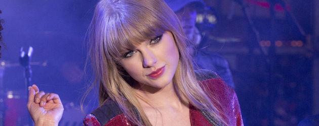 Taylor Swift schaut nachdenklich