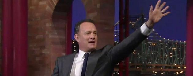 Tom Hanks hält seinen Arm hoch