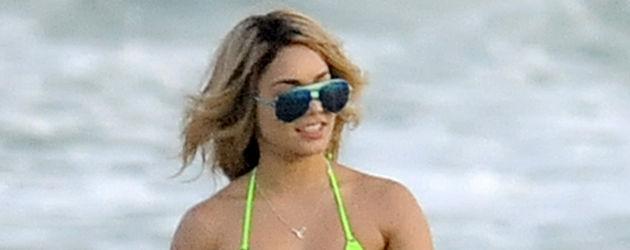 Vanessa Hudgens im Bikini im Meer