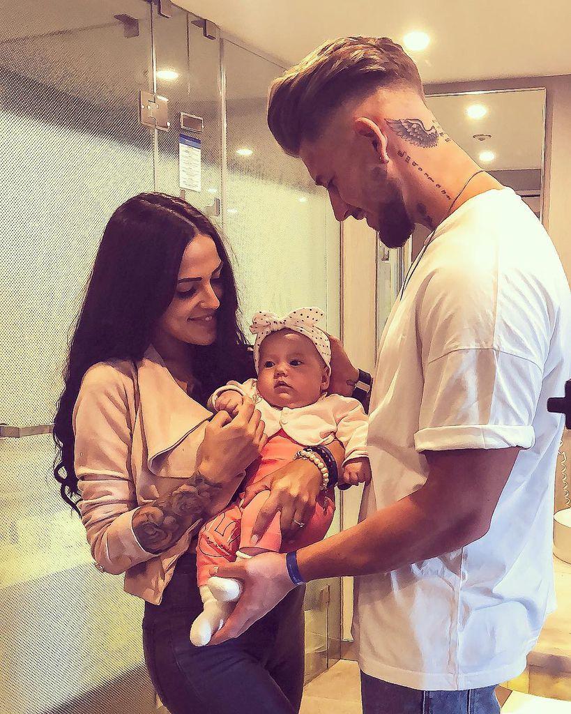 Elena Mike Baby Aylen Beziehen Vorubergehend Liebesnest