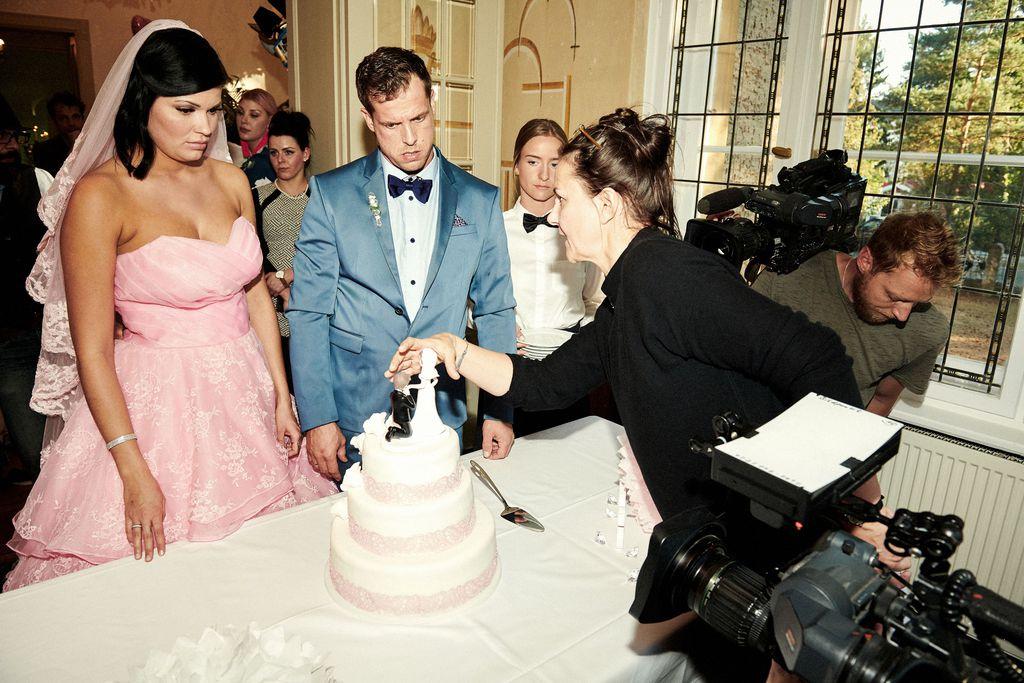 Berlin Tag Nacht Mandys Hochzeit Steht Vor Der Tur Promiflash De