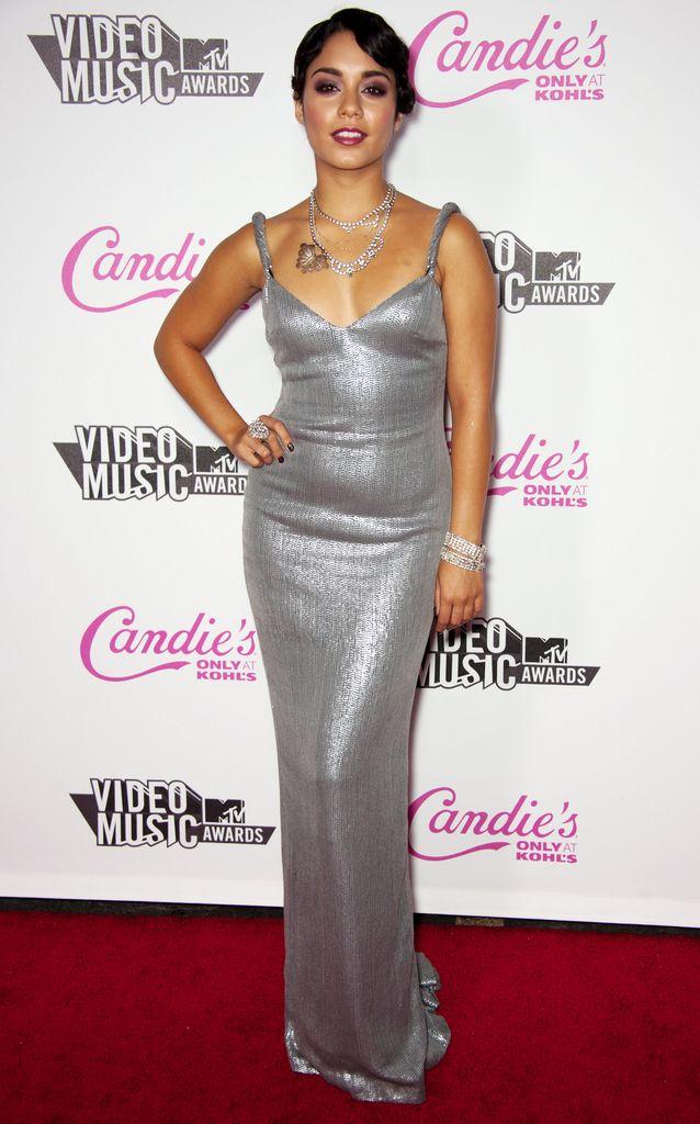 Wow! Vanessa Hudgens kann total glamourös sein | Promiflash.de