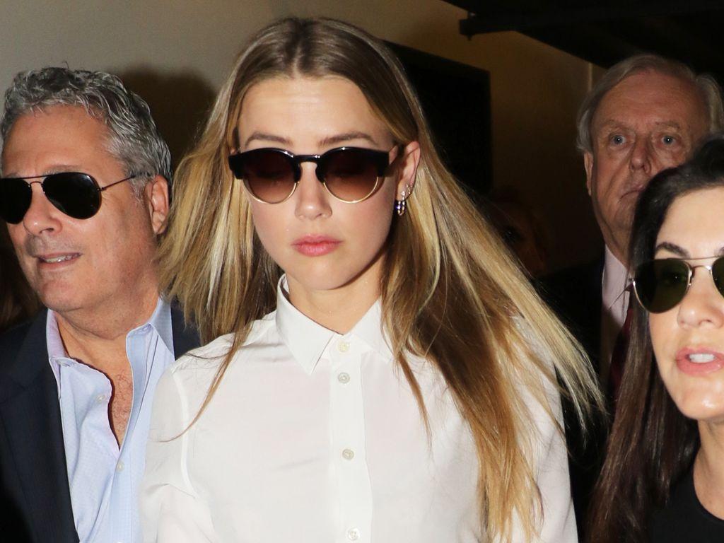 Amber Heard auf dem Weg zum Verhör durch Johnny Depps Anwalt