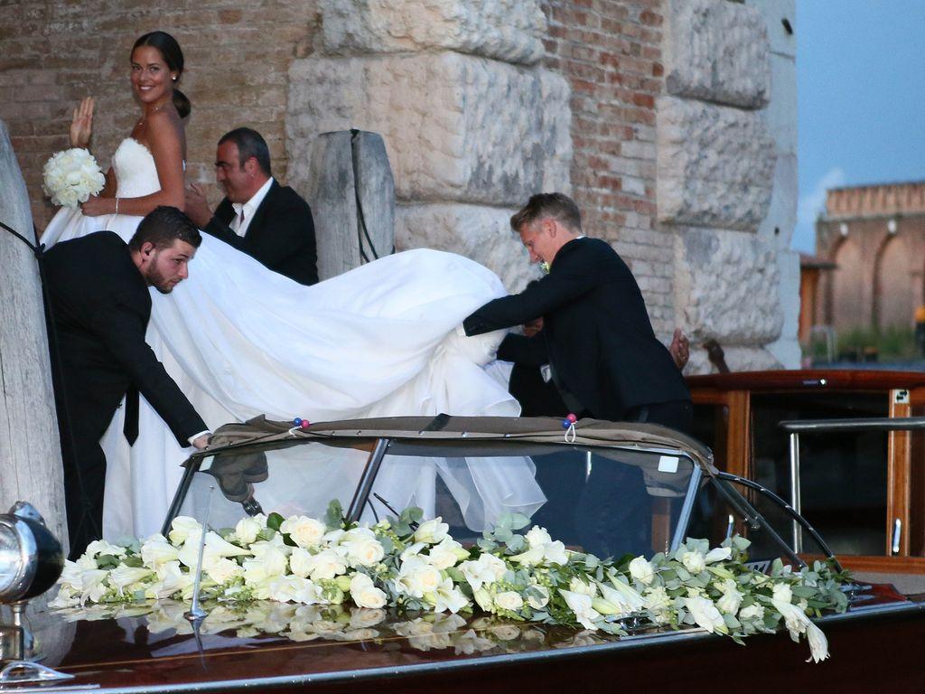 Ana und Bastian Schweinsteiger an ihrer Hochzeit in Venedig