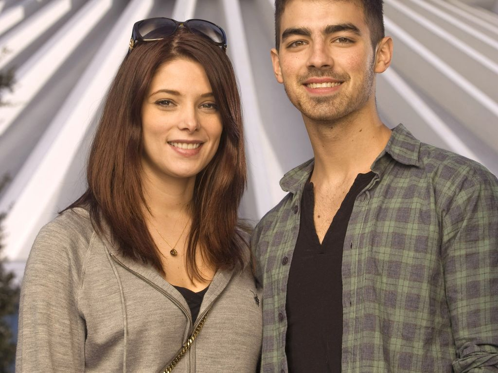Ashley Greene und Joe Jonas im Disney Land Florida 2010